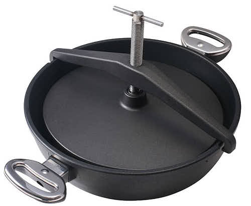 Frying pan with a press for making chicken tabaka.