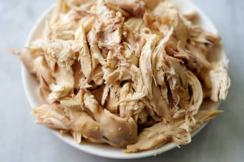 Shredded chicken meat